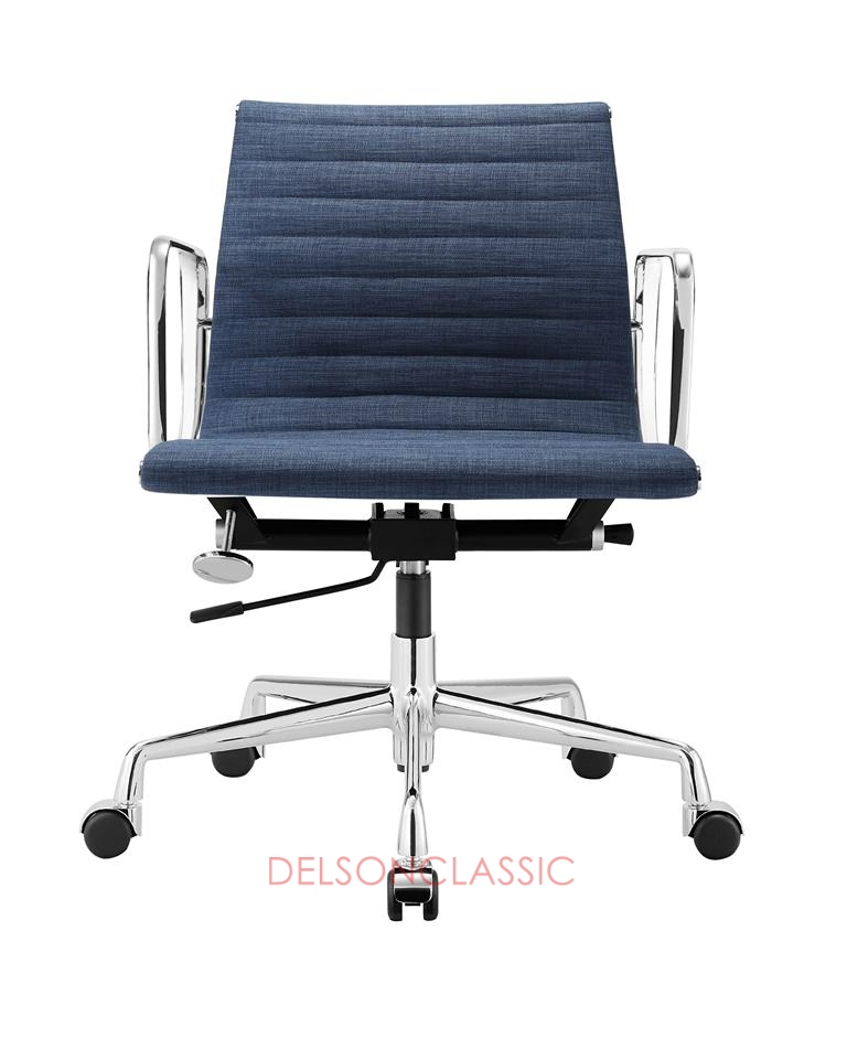 Charles Eames Aluminum Group Executive Chair Blue Fabric DS384